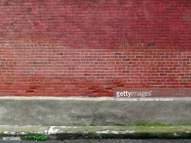 bricks and concrete wall - wall building feature stock pictures, royalty-free photos & images