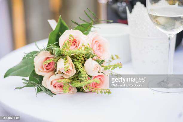 bridal bouquet made up of delicate pink roses. - フラワーアレンジメント ストックフォトと画像