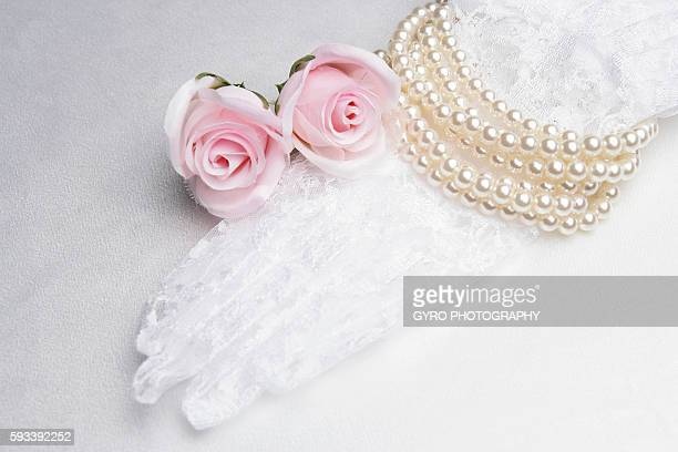 bridal lace glove, pearls and roses - 手袋 ストックフォトと画像