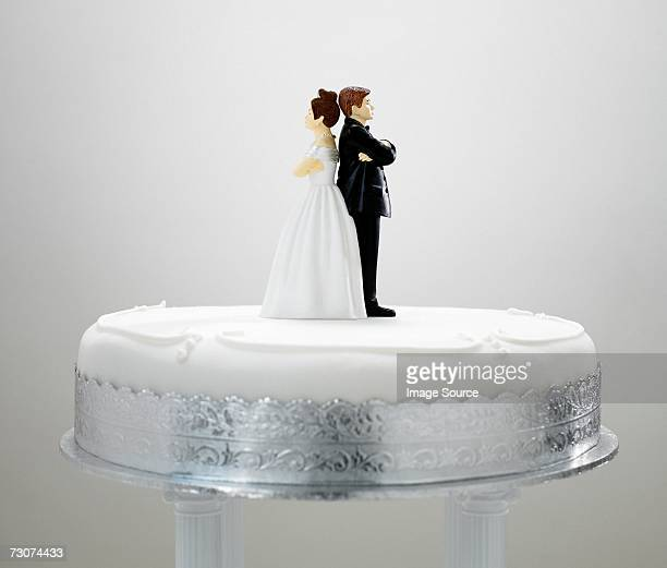 bride and bridegroom figurines back to back - wedding cake figurine stock pictures, royalty-free photos & images