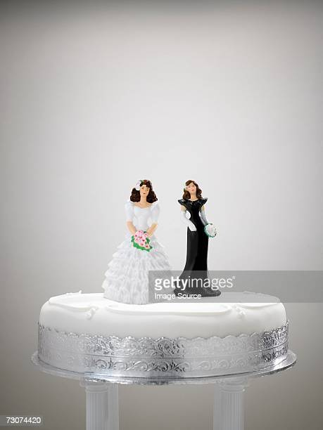 bride and bridesmaid figurine on a wedding cake - wedding cake figurine stock pictures, royalty-free photos & images