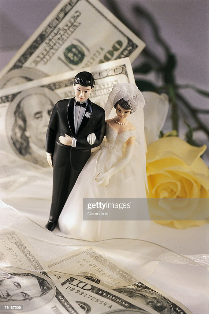 Bride and groom cake topper with money and flowers : Stock Photo