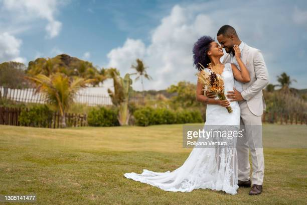 bride and groom kissing - fiancé stock pictures, royalty-free photos & images