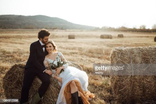 mariée et le marié - mariage photos et images de collection