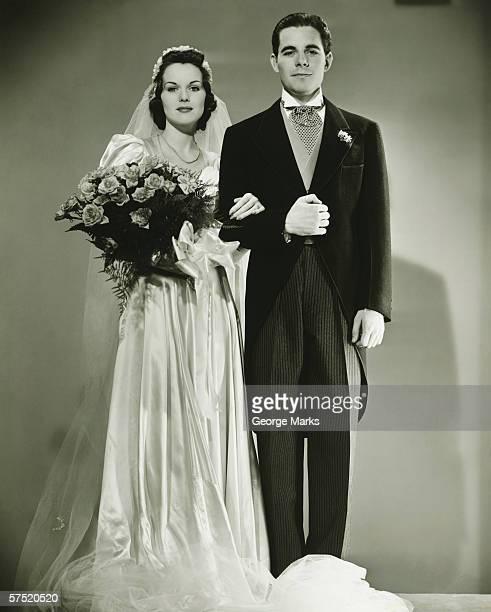 bride and groom posing in studio, (b&w), portrait - coppia eterosessuale foto e immagini stock