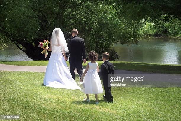 Mariée et le marié à pied
