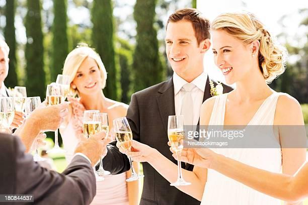 新郎新婦にはシャンペンで乾杯 Flutes 受付中
