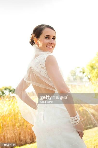 Bride backless wedding dress