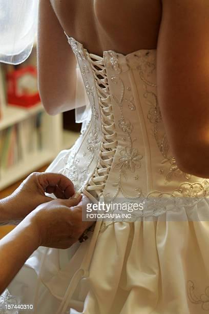 Mariée se vêtir