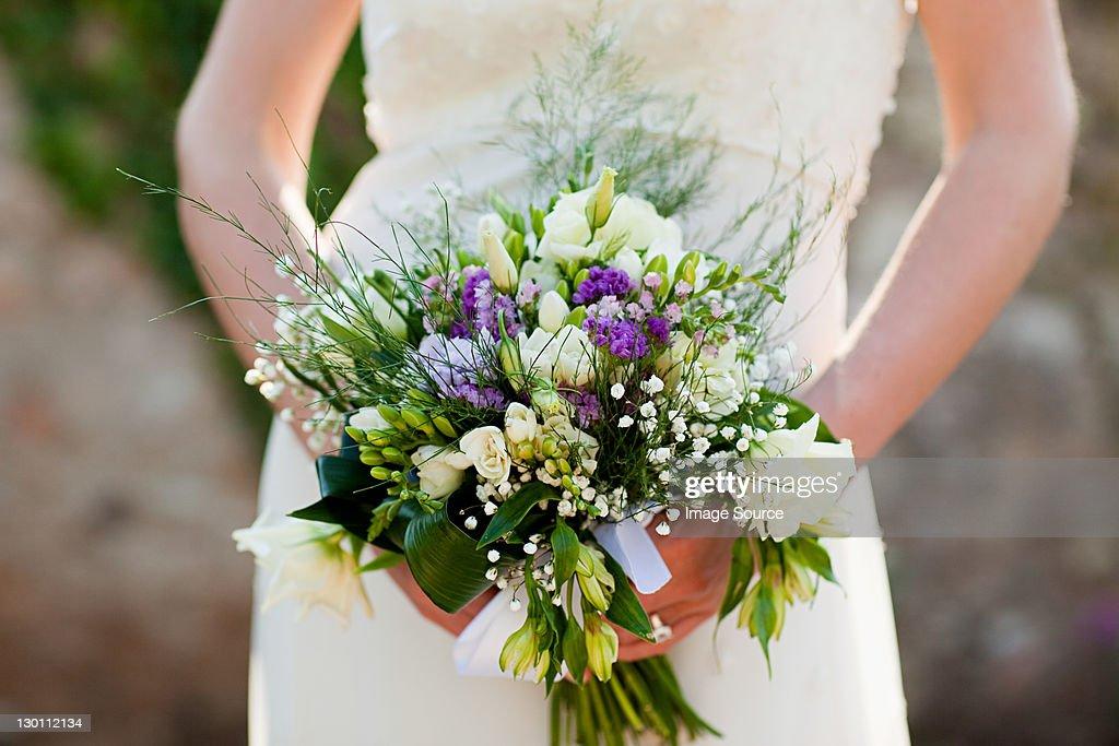Bride holding bouquet, close up : Stock Photo