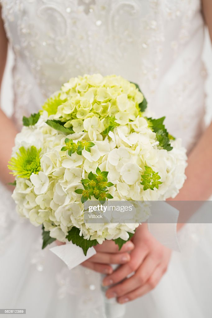 Bride holding bouquet of flowers : Stock Photo