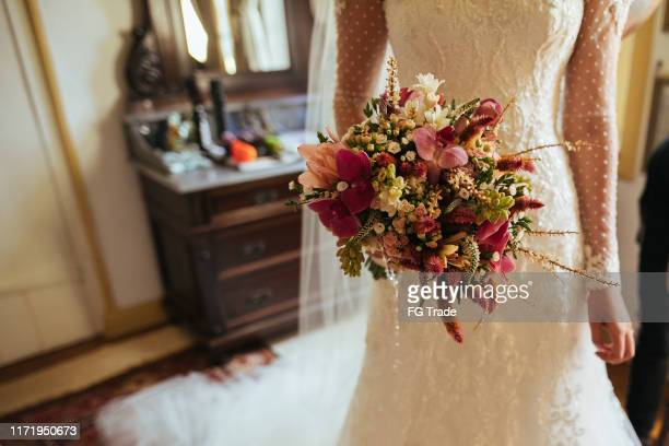 bride holding bouquet - tulle netting stock pictures, royalty-free photos & images
