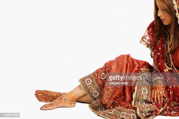 bride in traditional wedding dress - indian female feet stock pictures, royalty-free photos & images