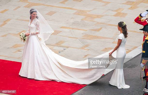 Bride Kate Middleton arrives with her father Michael Middleton in a royal Rolls Royce at Westminster Abbey