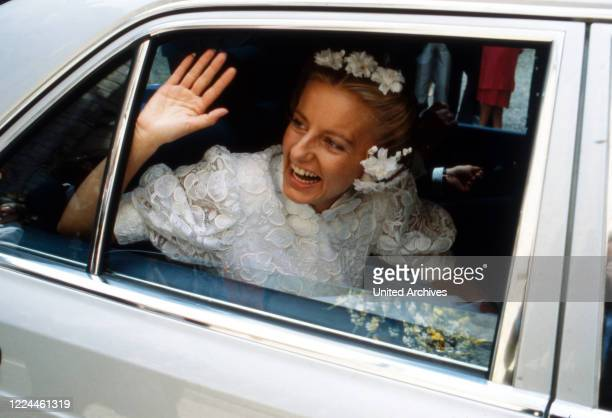 Bride of heir to the throne Ernst August von Hanover Chantal Hochuli at the wedding at Marienburg castle near Hanover Germany 1981