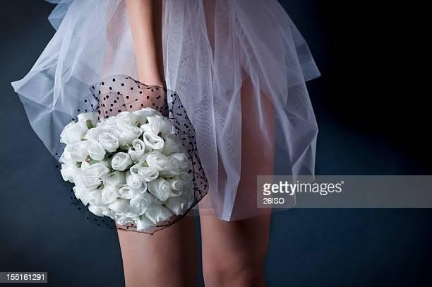 Braut auf dunklem Hintergrund