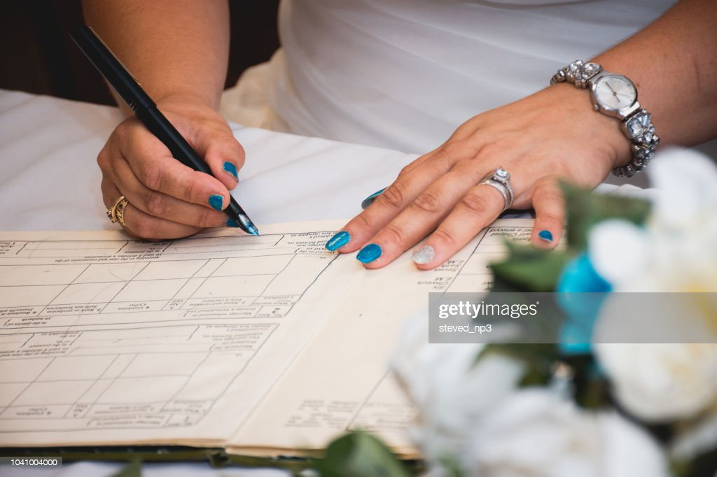 Bride signing the register : Stock Photo