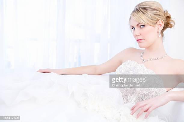 花嫁のソファに座る