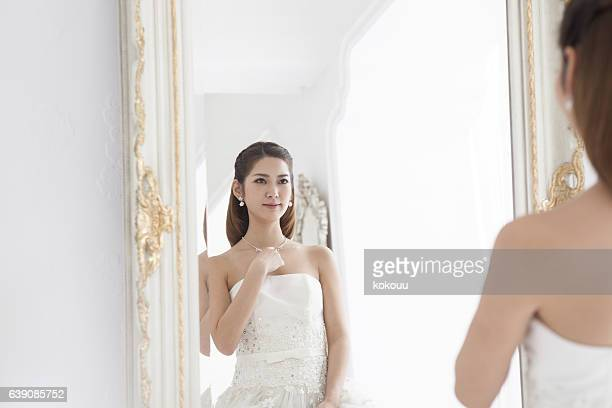 Bride to change to a wedding dress.