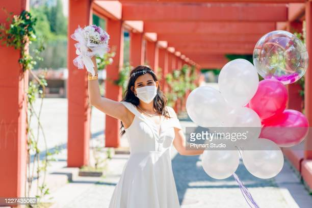bride wearing a mask due to corona virus