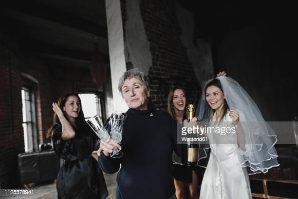 bride's mother, bridesmaids and bride drinking champagne together - festliches ereignis stock-fotos und bilder