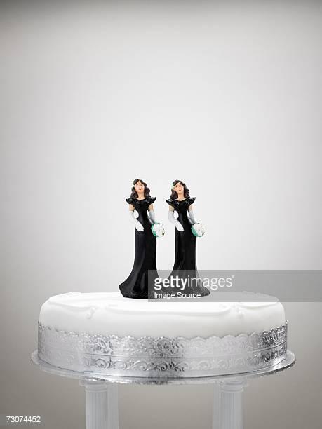 Bridesmaid figurines on a wedding cake