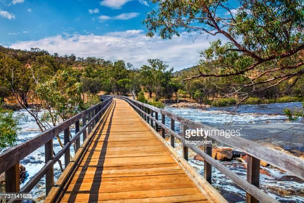 bridge across bells rapids, swan valley, perth, australia - perth australië stockfoto's en -beelden