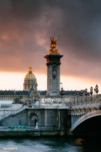 bridge alexandre iii on the river seine at dawn, paris, france - les invalides quarter stock pictures, royalty-free photos & images