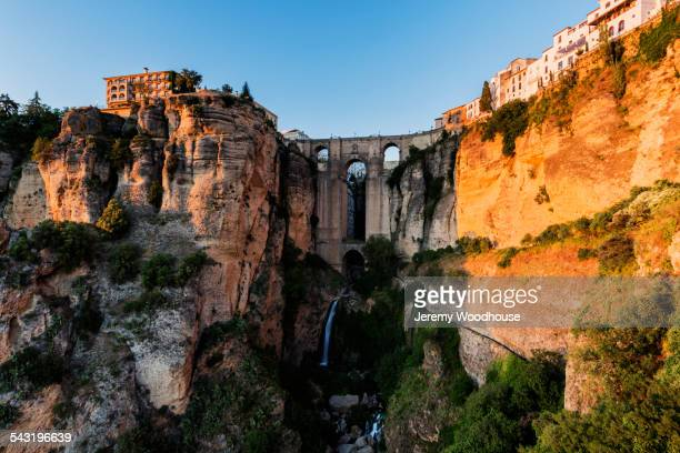 bridge and buildings on sheer cliffs, ronda, andalusia, spain - ronda fotografías e imágenes de stock