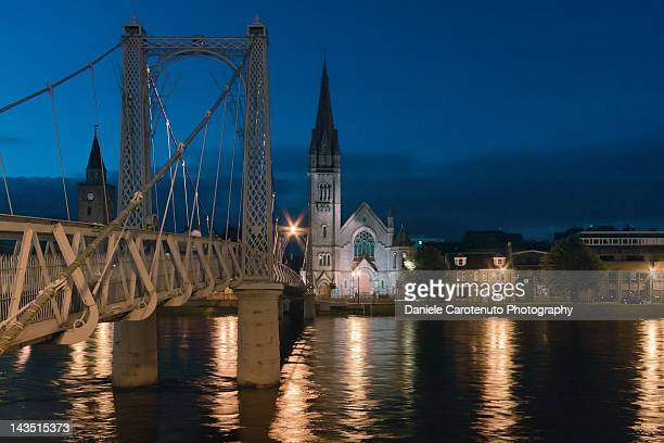 bridge and church, inverness - daniele carotenuto stock-fotos und bilder