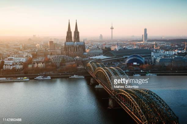 bridge and city skyline at sunset, cologne, germany - cologne photos et images de collection