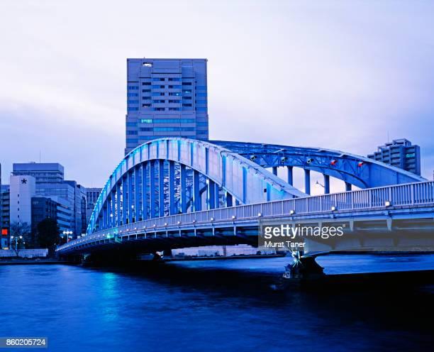 bridge and skyscraper in tokyo - 永代橋 ストックフォトと画像