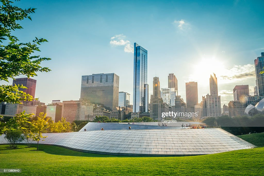 BP Bridge and skyscrapers in downtown Chicago - USA : Stock Photo