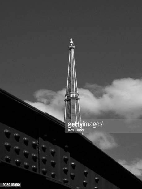 bridge and steeple - montpelier vermont stockfoto's en -beelden