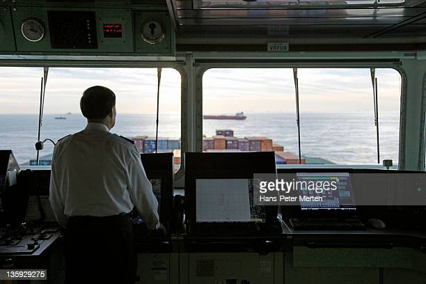 bridge at a containership with captain - team captain stock pictures, royalty-free photos & images