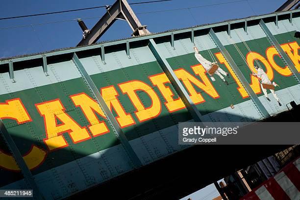 bridge at camden lock, london - カムデンロック ストックフォトと画像