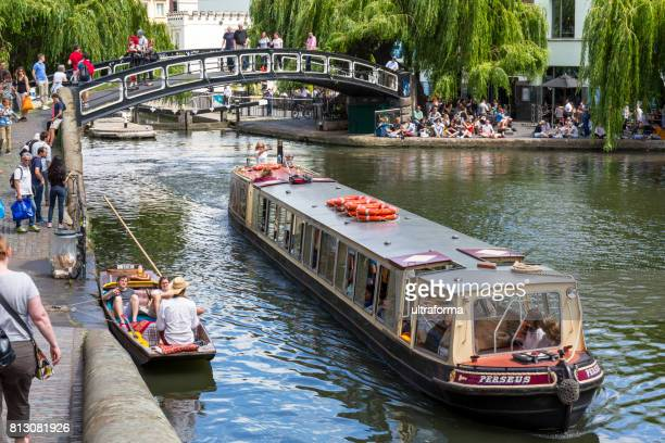 カムデン ・ タウン ロンドンのカムデン ロック マーケットの橋 - カムデンロック ストックフォトと画像