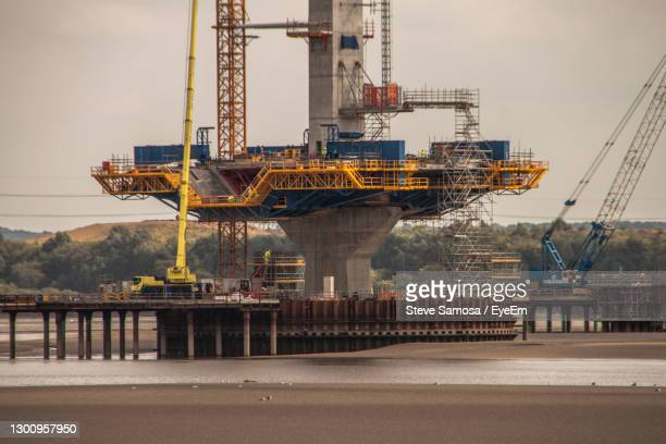 bridge construction - widnes stock pictures, royalty-free photos & images