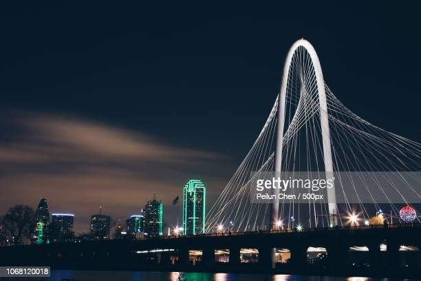 bridge illuminated at night, dallas, texas, usa - dallas stock-fotos und bilder