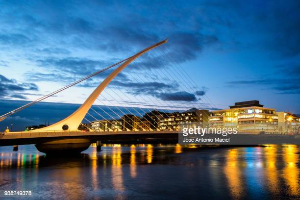 bridge in dublin at dusk - dublin stock pictures, royalty-free photos & images