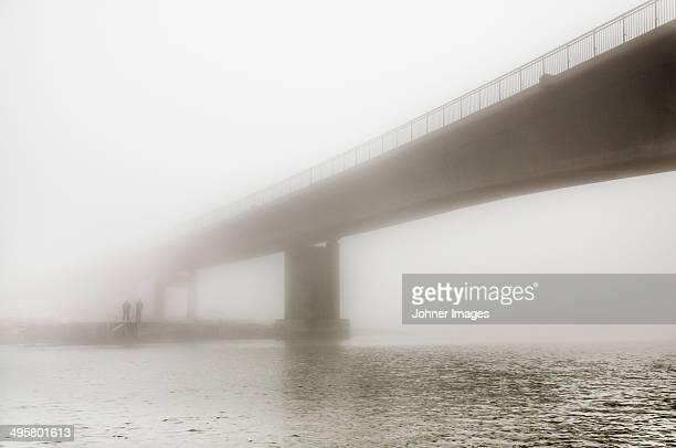 bridge in fog, gothenburg, sweden - västra götaland county stock pictures, royalty-free photos & images