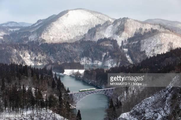 a bridge in winter - miyamoto y ストックフォトと画像