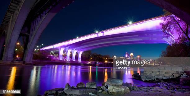 35 W 、ブリッジミネアポリス照明付きのパープルの光を称えるプリンス