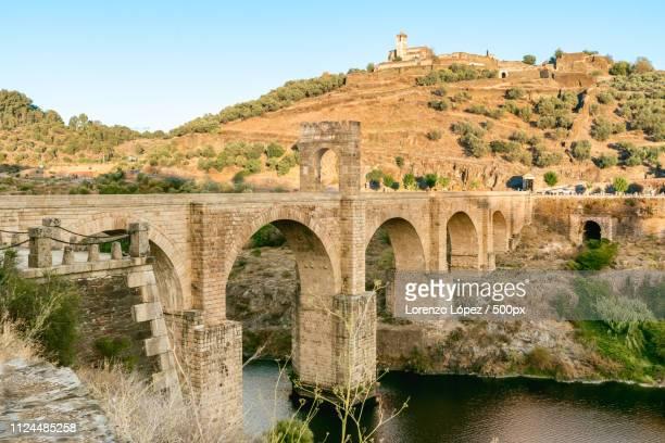 bridge of alcantara - estremadura stock-fotos und bilder