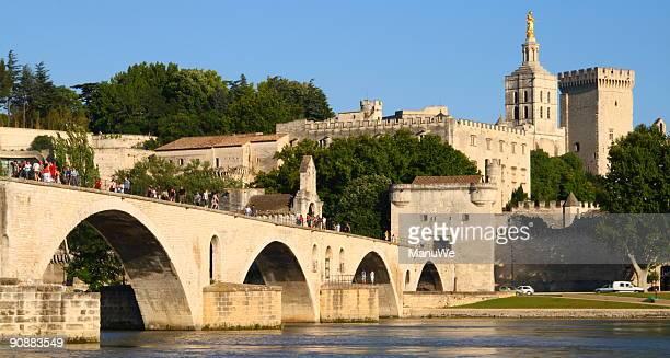 Brücke von Avignon mit verschiedenen Päpste Palast der Vorderseite
