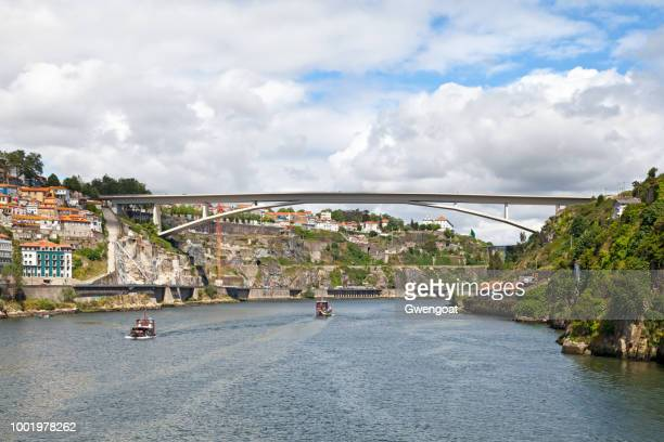 bridge of infante in porto - gwengoat stock pictures, royalty-free photos & images