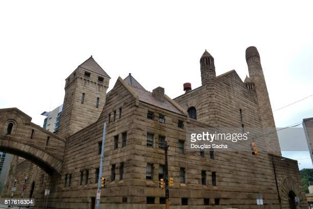 bridge of sighs at the allegany county court house and old county jail complex, pittsburgh, pennsylvania, united states - prison building stock pictures, royalty-free photos & images