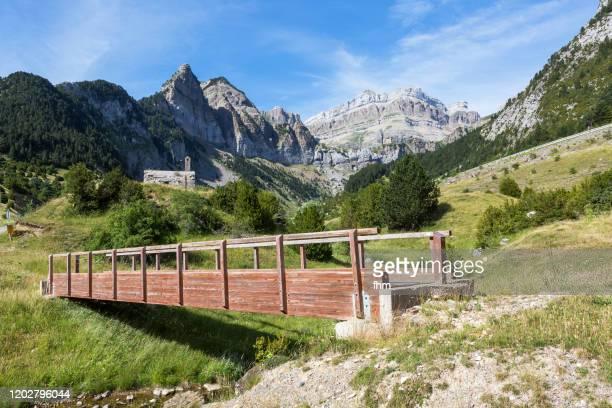 bridge of the camino de santiago in the spanish pyrenees - camino de santiago stock pictures, royalty-free photos & images