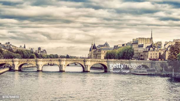 bridge on seine, paris, france - handcoloriert stock-fotos und bilder
