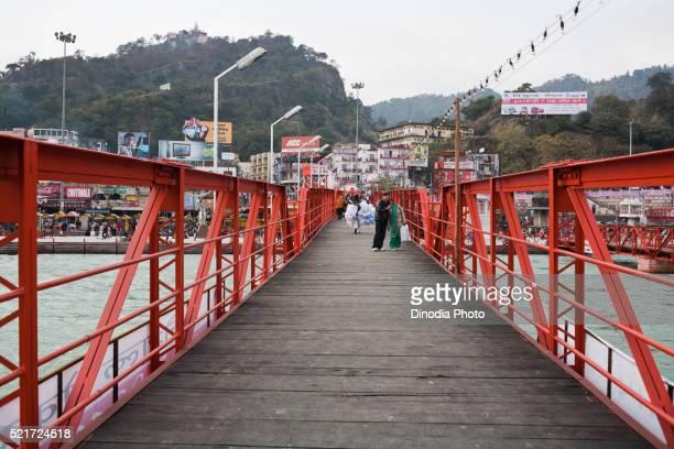 bridge on the river ganga at haridwar, uttarakhand, india, asia - haridwar stock pictures, royalty-free photos & images